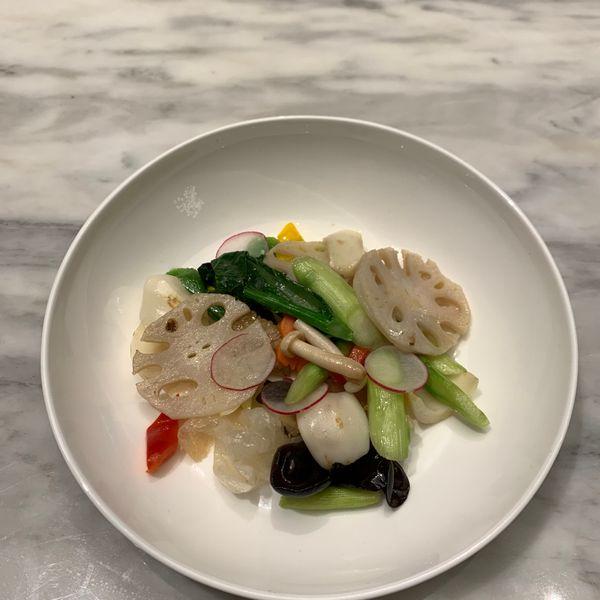 团圆缤纷蔬菜 Stir-fried Asparagus, Lotus Root and Fresh Lily Bulb with Chinese Fungus